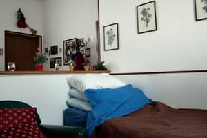 Bed of a former worker suffering from asbestosis