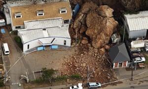 Landslide crushes houses in New Zealand