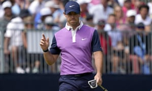 Rory McIlroy shot 67 to haul himself into contention.