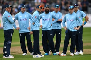 Inggris sedang menunggu akhir dari wasit ke-3 ...