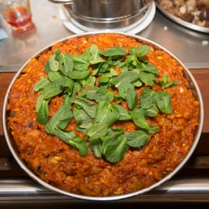 Mirza ghasemi (smoked aubergines with garlic)