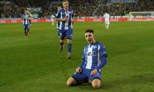 Munir El Haddadi celebrates after scoring for Alavés in their win over Deportivo de La Coruña.