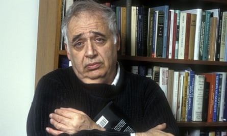 Harold Bloom in his New York apartment in 1990.
