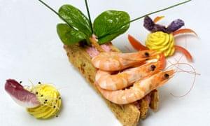 Shrimps on spiced shortbread by french Chef Frank Descas, restaurant  Le Sarment France<br>B7TK5J Shrimps on spiced shortbread by french Chef Frank Descas, restaurant  Le Sarment France