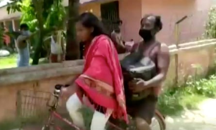 Jyoti Kumari with father riding pillion