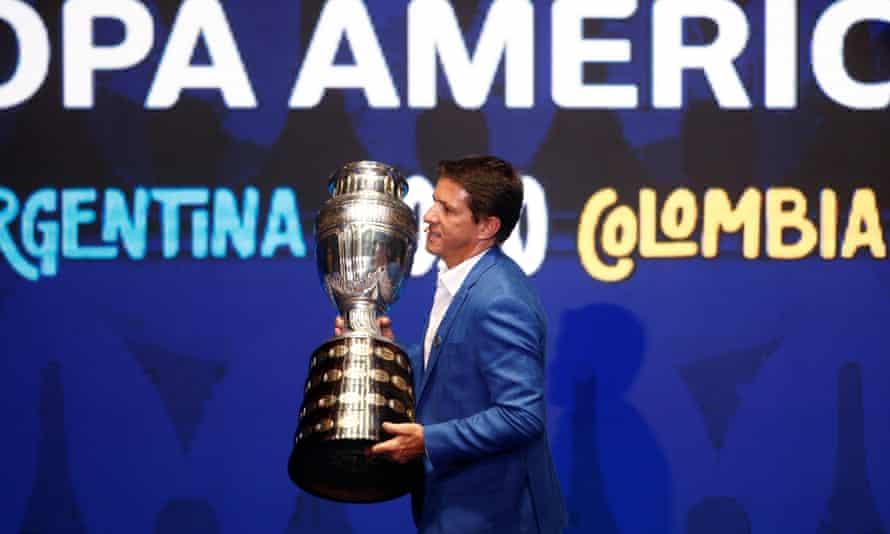 Juninho with the Copa América trophy in 2019.