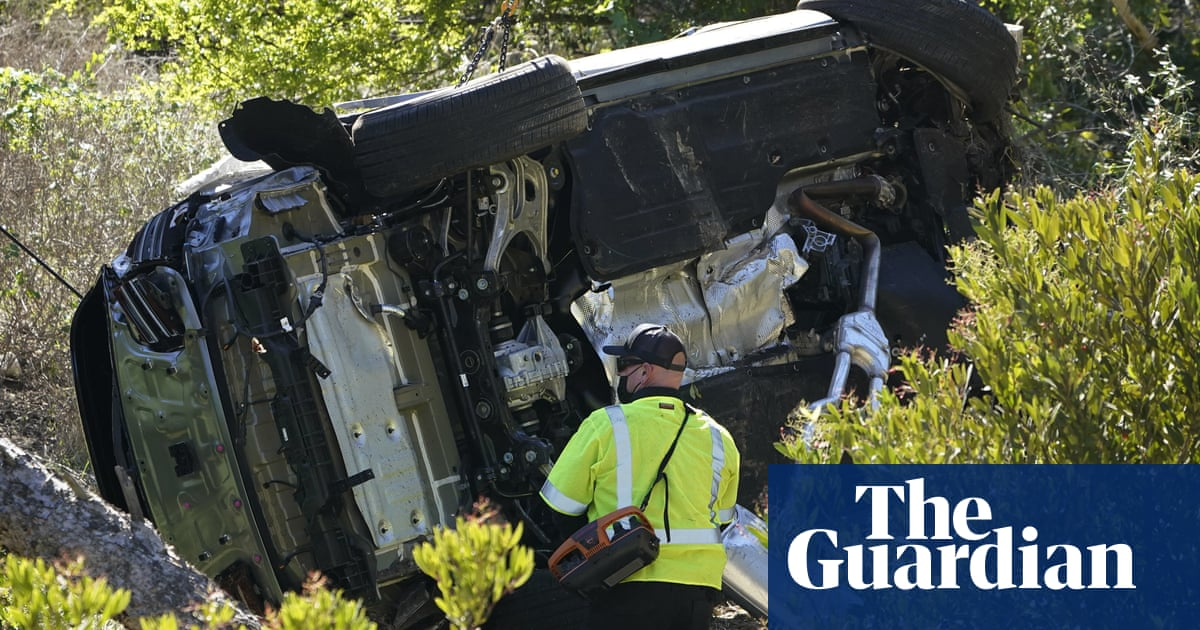 Police say Tiger Woods 'lucky to be alive' after car crash in California