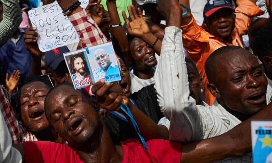 Crowd of men who support Felix Tshisekedi
