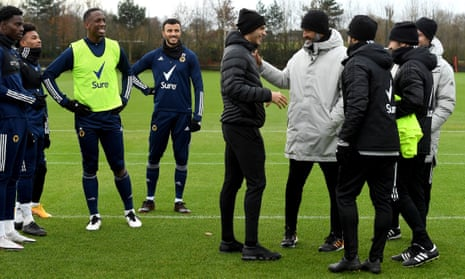 Raúl Jiménez visited his Wolves team-mates on Wednesday for the first time since his head injury.