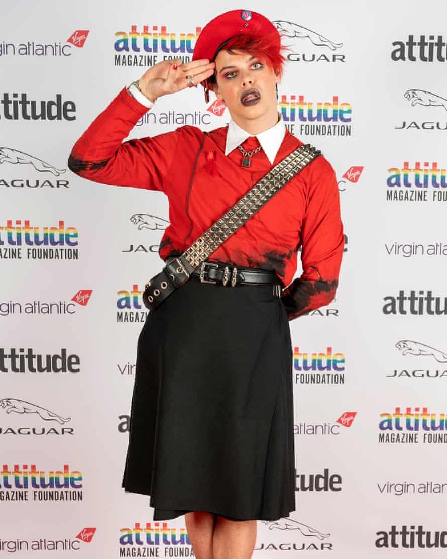 یونگبلد در مراسم اهدای جوایز نگرش Virgin Atlantic که توسط جگوار در دسامبر گذشته در لندن برگزار شد ، بر روی فرش قرمز عکس می گرفت.