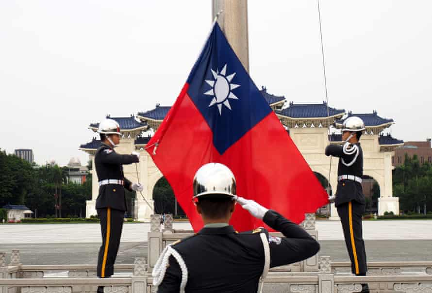 Taiwanese soldiers raise the flag of Taiwan in Taipei.