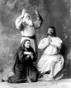 Amalie Materna as Kundry, Emil Scaria as Gurnemanz, Hermann Winkelmann as Parsifal at the premiere of Parsifal in Bayreuth, 1882.