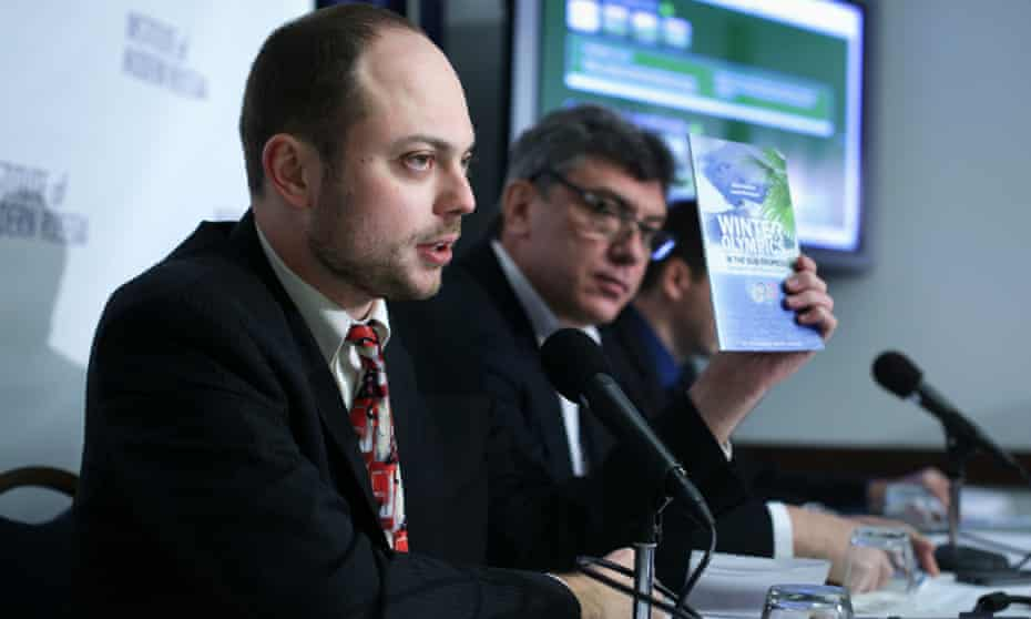 Vladimir Kara-Murza, left, pictured in 2014 at a news conference on corruption in Sochi Olympics.