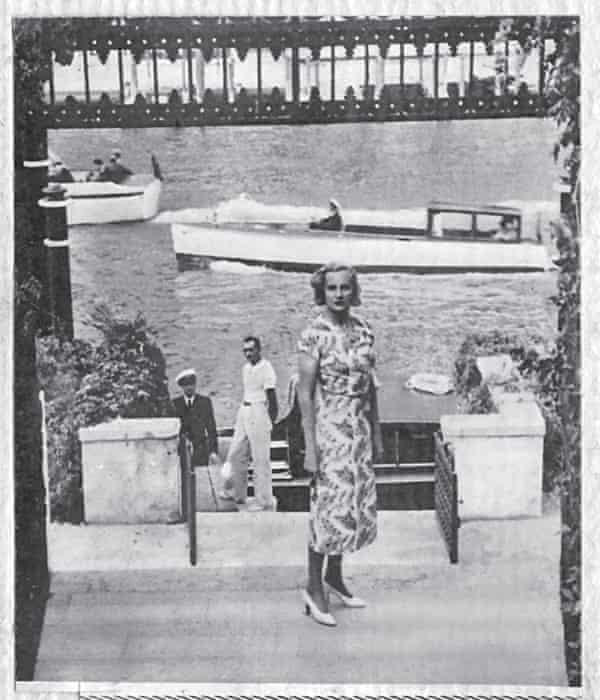 Doris Castlerosse at the Venier palazzo in 1938.