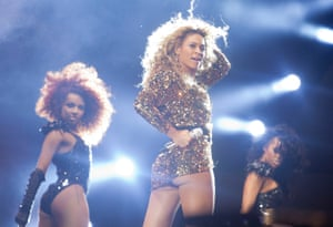 Beyoncé performs on The Pyramid Stage, 2011