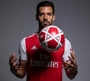 Pablo Marí apparently doing a Jedi trick with a ball.