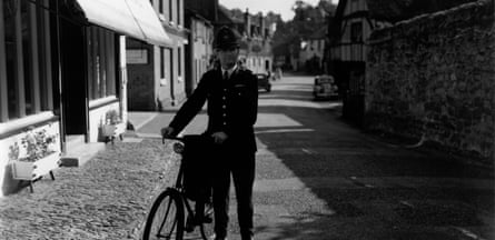 Biking BobbyA country police constable on bicycle duty in the Surrey village of Shere. (Photo by T Marshall/Getty Images) landscape;cycle;bicycle;male;Roles Occupations;policeofficer;British;English;Europe;Britain;England ;M/LAW/POLI(BRI)/PERSONNEL