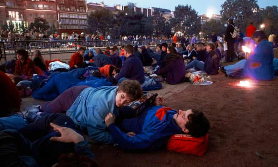Mourners sleep at Hyde Park Corner in London before the start of Diana's funeral procession.