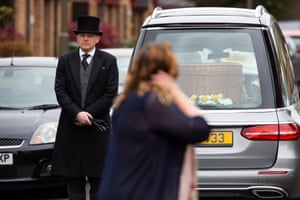 Daughter Jennifer sees Eddie's coffin in the hearse