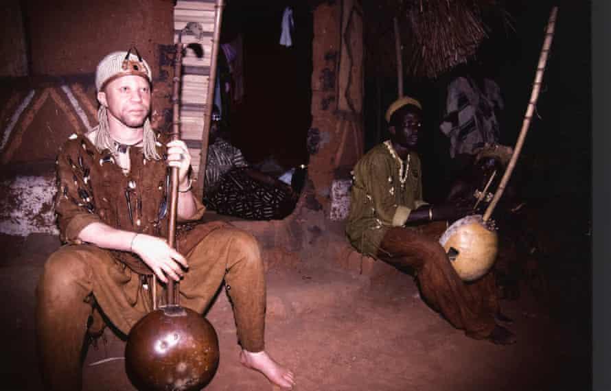 Salif Keïta playing the kora in his youth.