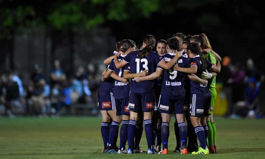 Melbourne Victory huddle