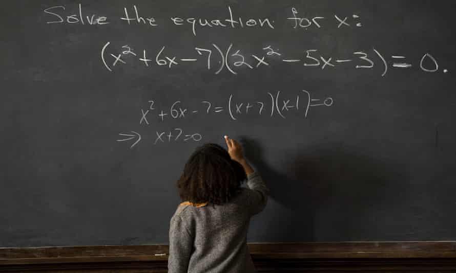 Octavia Spencer in Hidden Figures, solving equation on blackboard