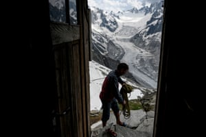 A climber gathers up a rope at the Charpoua refuge