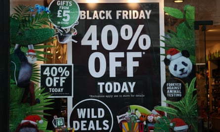 a shop window advertising Black Friday deal worth 40% off