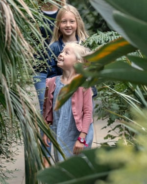 Children at Cambridge University Botanic Garden