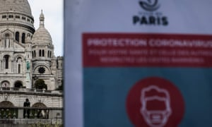 A poster in Paris calls for people to wear masks.