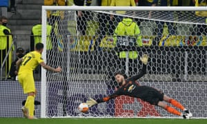 Paco Alcacer of Villarreal scores during the penalty shoot out.