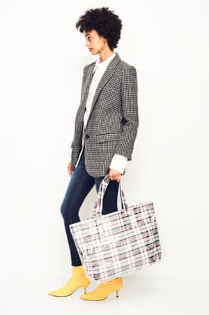 MODERN MOOD Liven up your skinny jeans and jacket for the weekend Blazer, £375, Étoile Isabel Marant net-a-porter.com Shirt, £59, cosstores.com Jeans, £180, motherdenim.com Bag, £22, topshop.com Earrings, £200, wrightandteague.com Boots as before