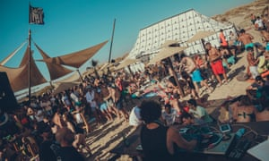 Santa Pura Club La Antilla, Huelva lots of young people and a DJ daytime