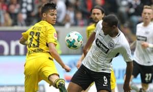 Frankfurt's French forward Sebastien Haller vies with Dortmund's German midfielder Julian Weigl