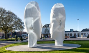 Love, by Jaume Plensa. A cloud of water will spray around the heads, apparently inspired by the mist above the Frisian fields early in the morning.