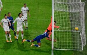 everton'dan dominic calvert-lewin, leeds united'ın kalecisi illan meslier'e karşı gol attı.