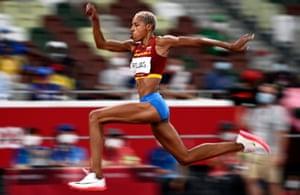 Rojas jumping