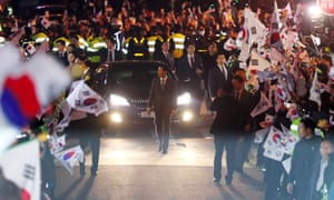 A car carrying Park Geun-Hye arrives at her private residence in Seoul