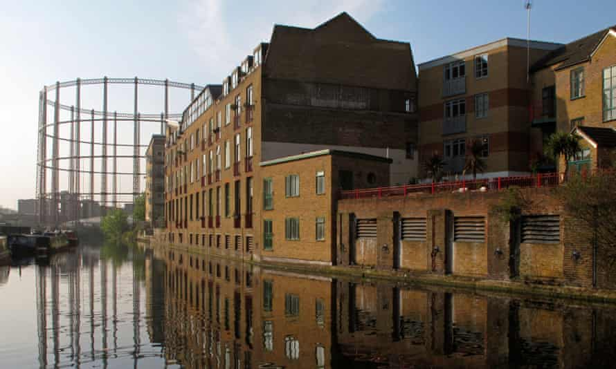 Regent's Canal near Broadway Market, London.