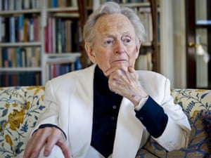 Tom Wolfe pictured in his living room during an interview about his book The Kingdom of Speech