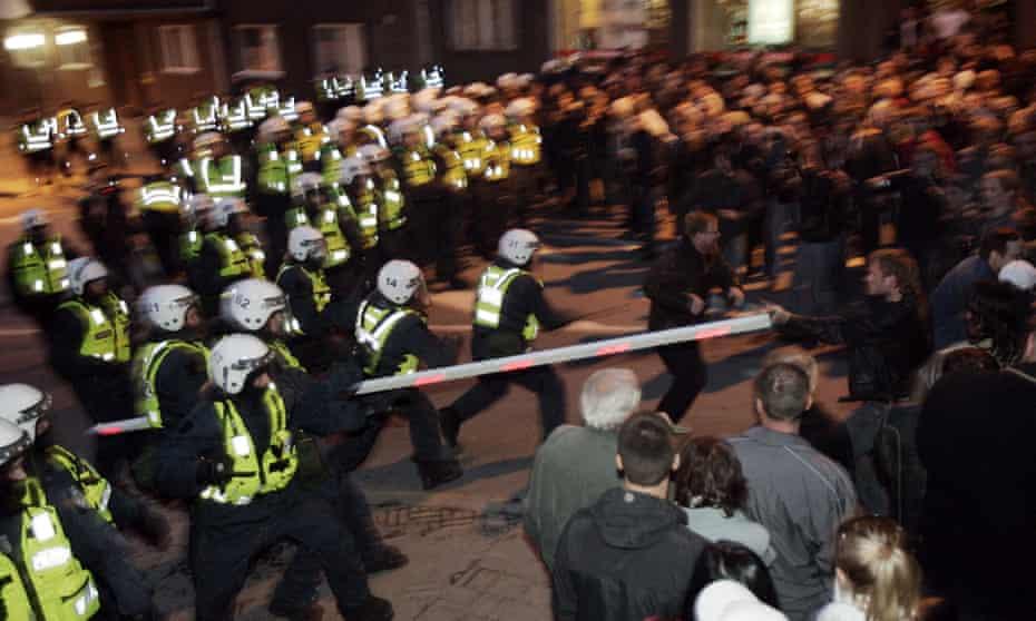 Estonian police clash with demonstrators in Tallinn in April 2007
