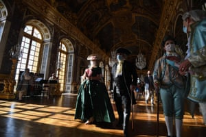 Guests dressed in baroque  costumes