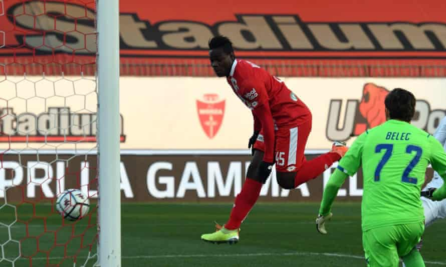 Mario Balotelli scores with the first touch on his debut for Monza against US Salernitana 1919 in Serie B.
