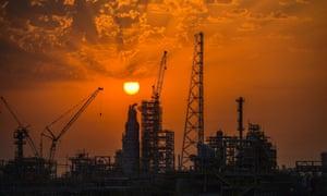 Oil refineries under construction in Kuwait