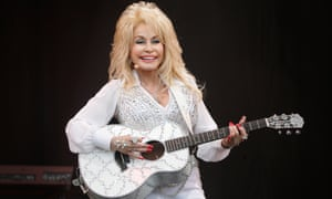 Dolly Parton on the Pyramid Stage in 2014