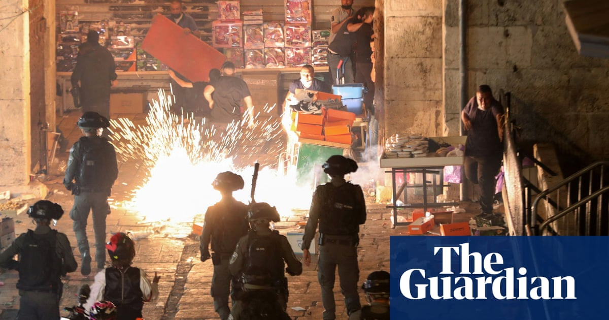 Scores injured in second night of Jerusalem clashes