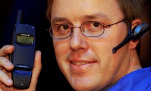 Ericsson's first Bluetooth headset was shown off at Comdex in Las Vegas in November 1999.
