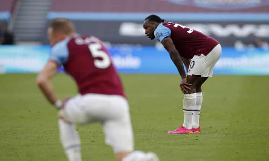 Michail Antonio and Vladimir Coufal look deflated at the final whistle