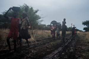 With the truck still bogged down, the only way for these people to reach Akobo is to walk 30km through Murle territory