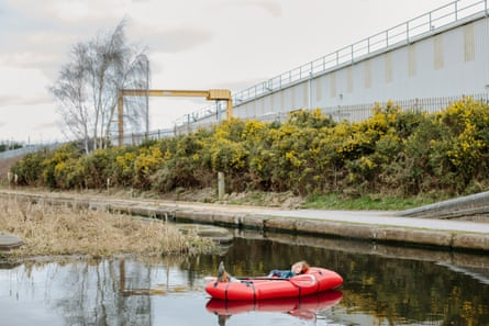 Alys Fowler in a canoe on the New Main Line branch of the Birmingham to Wolverhampton canal